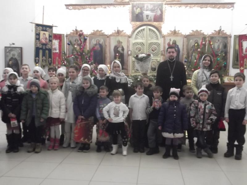 Детский утренник в Преображенском храме собрал воспитанников детских садов и учащихся школ Азовского района