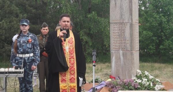 Настоятель Преображенского храма с.Займо-Обрыв принял участие в праздновании 73-й годовщины Победы в Великой Отечественной войне