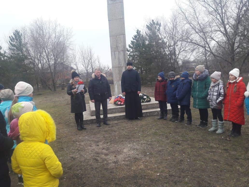 Память павших при освобождении Азовского района от немецко-фашистских захватчиков почтили в с. Займо-Обрыв