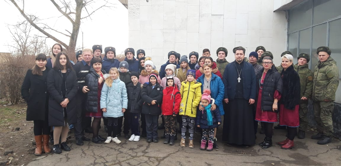 Воспитанники храма Преображения Господня выступили с концертом в войсковой части поселка Пешково